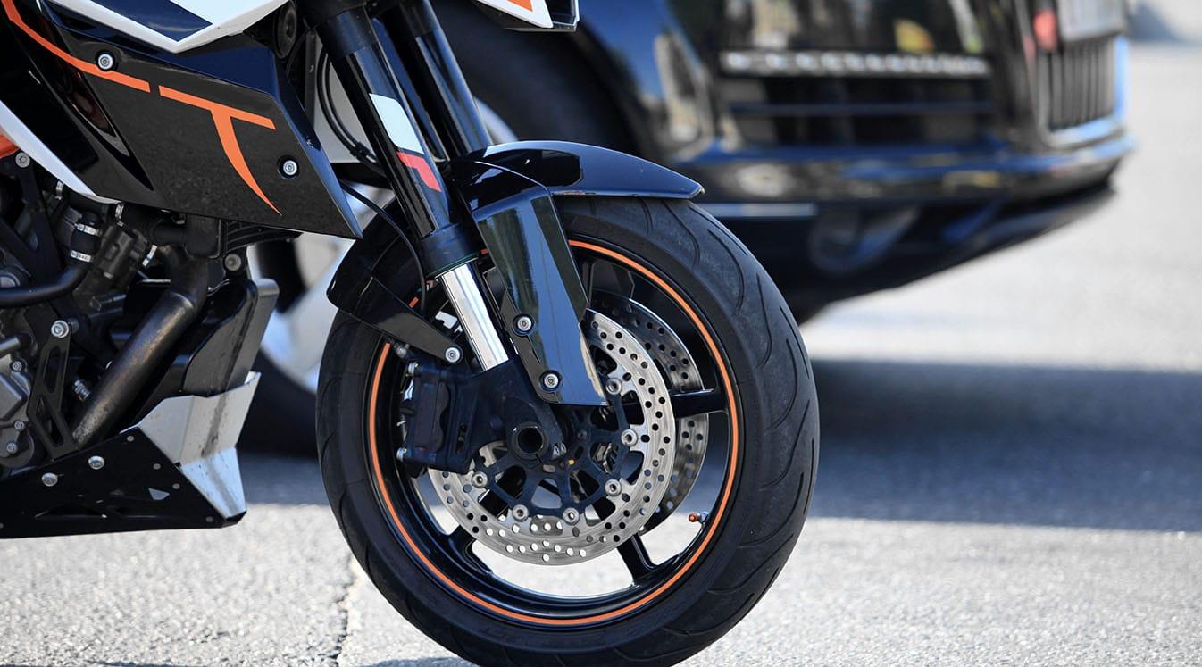 Мотоциклет срещу автомобил